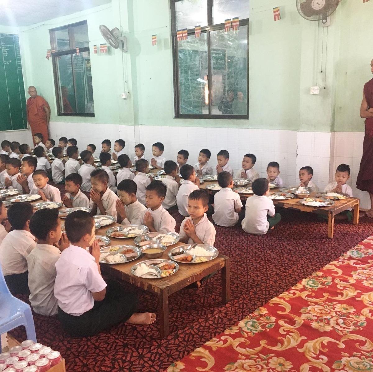 Une journée dans un orphelinat tenu par desmoines